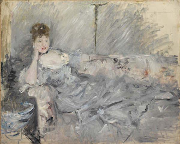 """Berthe Morisot, """"Jeune femme en gris étendue, 1879. huile sur toile, 60 x 73 cm. Collection particulière, Paris"""
