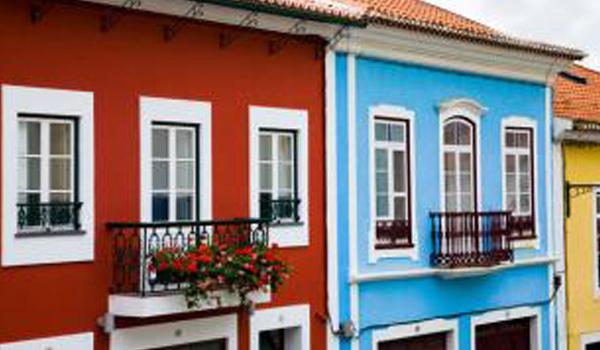 Maisons de l'île de Terceira aux Acores